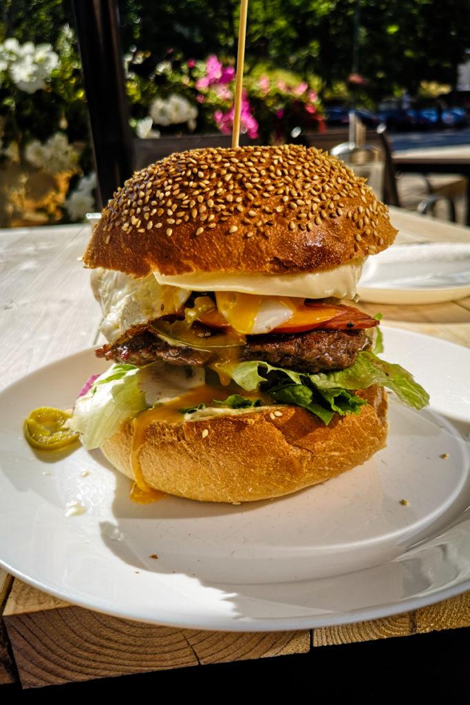 Białko, węgle i witaminy, czyli burger w Karpaczu